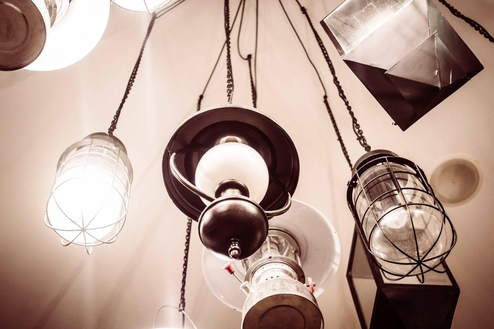 Entreprise De Nettoyage Pour Lentretien Dun Magasin De Luminaires